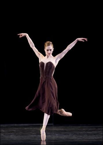 Cette danseuse vient d'Argentine...