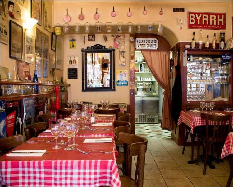 """Le """"Pot lyonnais"""" est une bouteille au fond très épais, utilisée dans les bouchons, restaurants typiques de Lyon. Quelle en est sa contenance exacte?"""