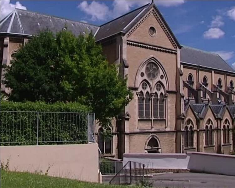 D'architecture gothique, cette église ne fut pas terminée, il y manque le clocher. Situé dans le 1er arrondissement cet édifice est désacralisé et totalement fermé depuis 2004...