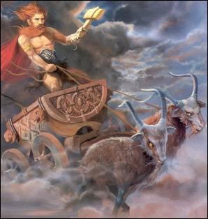 Quelle divinité scandinave possède un marteau de guerre ?