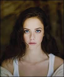 Qui est l'actrice qui incarne Effy ?