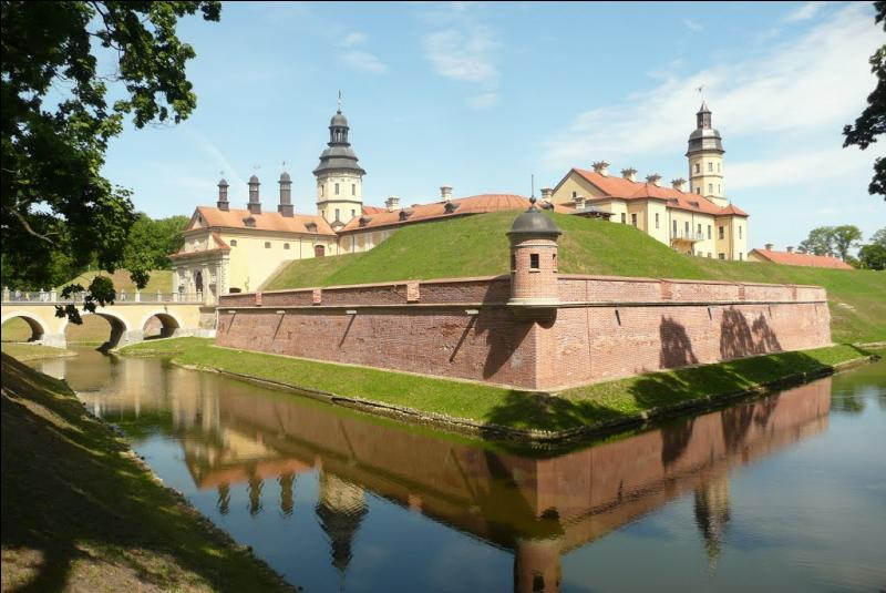 Certaines des localités suivantes comportent des châteaux. Lesquelles ?