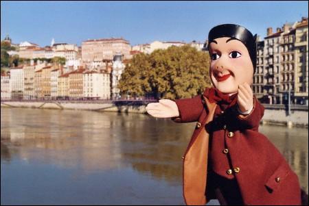 Dans quelle ville peut-on visiter le musée de la Marionnette, installé dans l'hôtel Gadagne ?