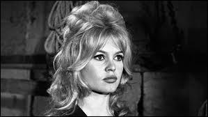 C'est une figure féminine des années 50 et 60, une actrice et mannequin qui a créé sa propre fondation de défense des animaux, il s'agit de...
