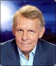 """La marionnette de ce présentateur animait le journal dans l'émission """"Les Guignols"""" sur Canal+, il s'agit de..."""