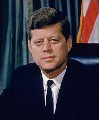 Ce président des États-Unis fut assassiné le 22 novembre 1963 à Dallas, il s'agit de...