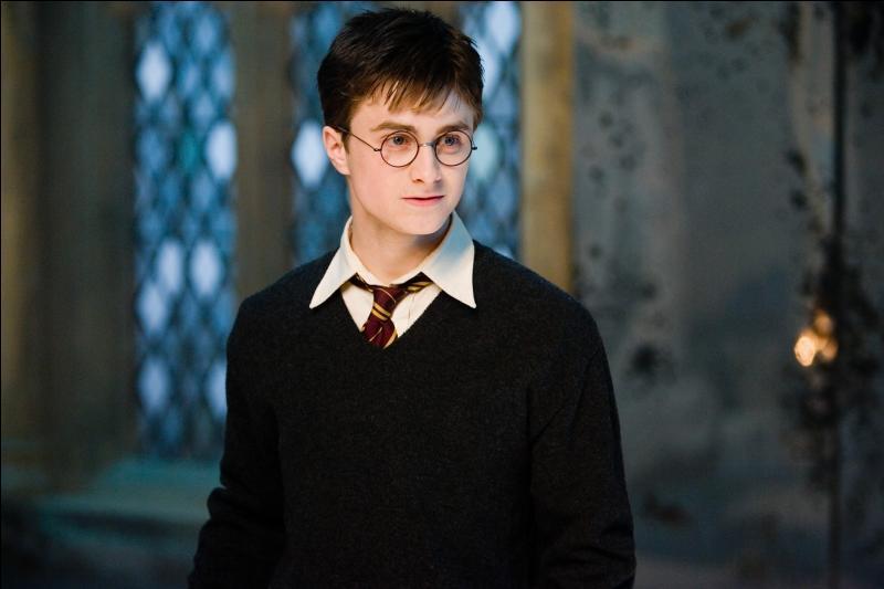 Quel âge Harry avait-il quand il a embrassé une fille pour la première fois ?