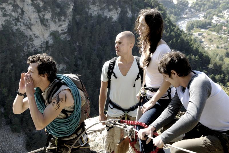 Jeunes et pleins d'insouciance, ils s'attaquent à cette montagne, mais le danger ne sera pas celui auquel ils s'attendaient !
