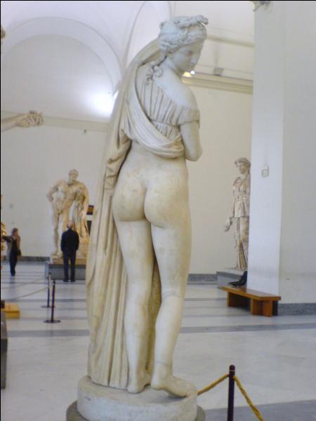 Se dit d'une statue qui a de belles fesses. Savez-vous comment s'écrit ce synonyme ?