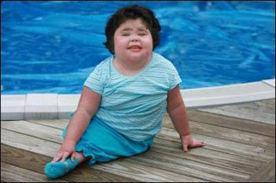 De quelle maladie est décédée cette petite fille, souvent comparée à une sirène ?