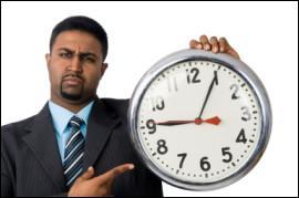 Tu croises un élève tout essoufflé qui franchit la porte de l'établissement scolaire avec 20 secondes de retard. Comment réagis-tu ?