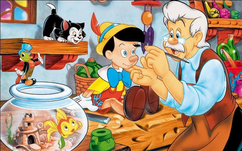 Quel est l'animal géant qui gobe la petite poupée et son père dans Pinocchio ?