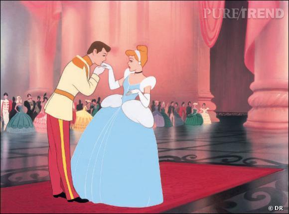 """Dans cette scène de """"Cendrillon"""", que fait le prince ?"""