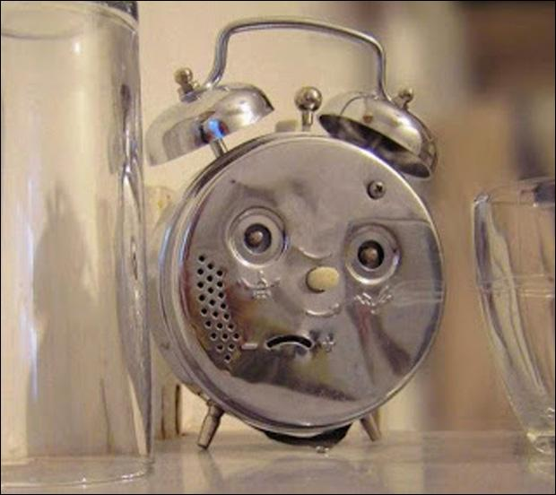 Le réveil sonne, il est 5 heures du matin ! C'est dimanche, vous avez oublié de modifier l'heure du réveil. Quelle est votre réaction immédiate ?
