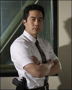 Tim Kang joue le rôle de l'inspecteur :