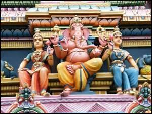 Quel dieu est représenté à l'extérieur de ce temple tamoul ?