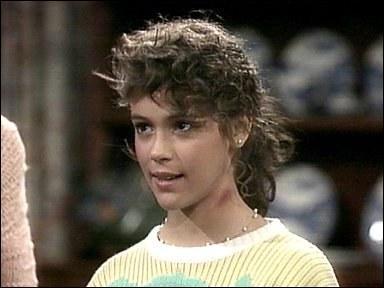 J'ai joué dans  Charmed  dans le rôle de Phoebe. Qui suis-je ?