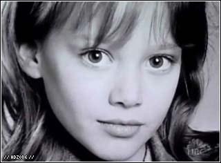 J'ai joué dans la série  Lizzie MacGuire  et plein d'autres films avec Tom Welling ou Francky Muniz. Qui suis-je ?