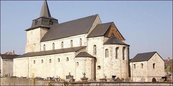 Quelle sont les caractéristiques principales des églises romanes ?