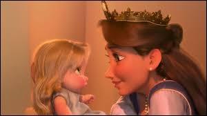 Après combien d'années la reine de Corona, mère de Raiponce, a-t-elle revu sa fille ?
