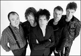 """Quel groupe a chanté """"L'Aventurier"""" sorti en 1982 ?"""