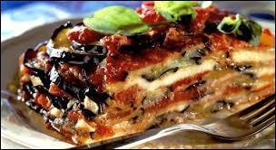 Commençons par le poulet parmigiana. Dans son véritable pays d'origine, à quel plat se résume le parmigiana ?