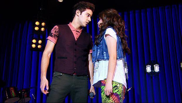 Sur l'image, Matteo et Luna chantent :