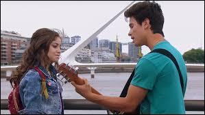 Sur quelle chanson Luna et Simón chantent-ils sur l'image ?