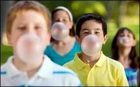 Si un élève mâche un chewing gum en classe. Que fais-tu ?