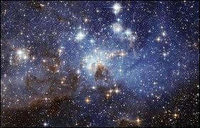 Nous sommes faits à partir des atomes des étoiles mortes, nous sommes poussières d'étoiles.