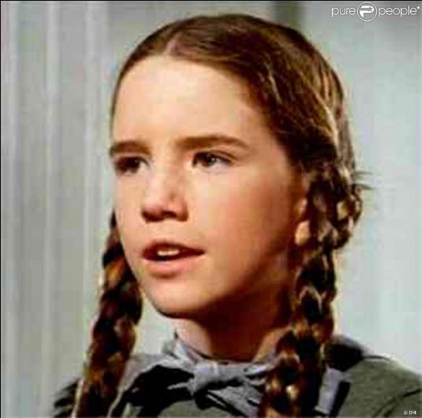 En arrivant chez vous, nous rencontrons votre jeune voisine, coiffée avec deux nattes, à la Laura Ingalls ! Dans quelle série apparaît le personnage de 'Laura Ingalls' ?