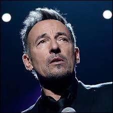 """Quel chanteur américain est surnommé """"The Boss"""" ?"""