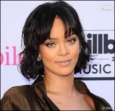 Comment est souvent surnommée la chanteuse Rihanna ?