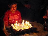 Dans les pays de quelle religion est apparu la tradition du gâteau d'anniversaire ?