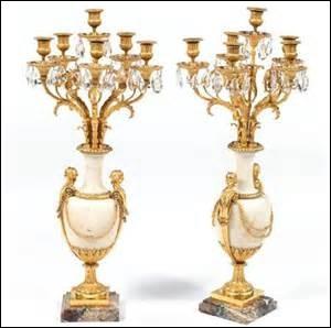 Comment s'appelle ce luxueux chandelier de table ?