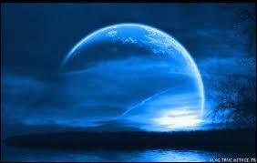 Le contraire de ''clair de lune'' est...