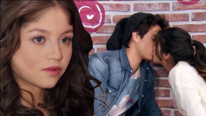 Tu vois ton amoureux secret avec une autre fille...