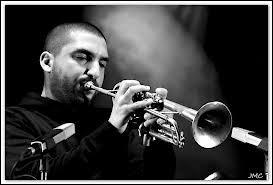 Qui est ce trompettiste connu de renommée mondiale ?