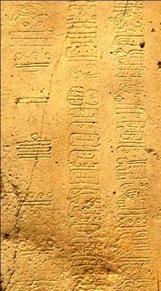 Selon une interprétation des glyphes mayas, que devait-il se passer le 21 décembre 2012 ?