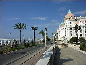Combien de personnes meurent à Nice le 14 juillet de la même année ?