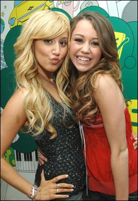 Miley Cyrus et Ashley Tisdale sont :