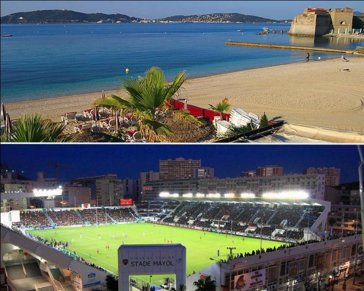 Tourisme : Lors de vos vacances, si vous vous baignez à la plage du Mourillon et qu'en soirée vous assistez à un match au stade Mayol, dans quelle ville êtes-vous ?