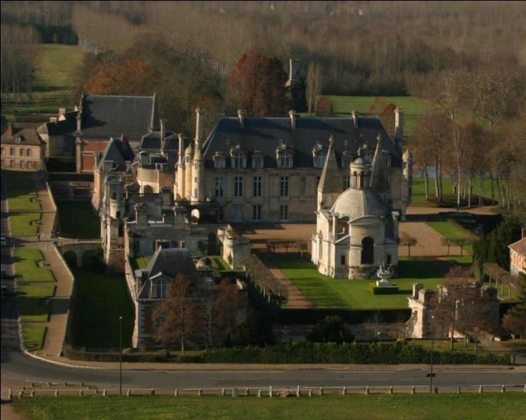 Histoire : Quel château de la Renaissance situé en Eure-et-Loire fut construit sur ordre du roi Henri II pour sa favorite Diane de Poitiers ?