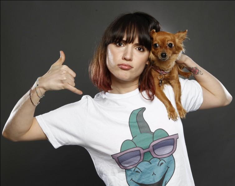Combien a-t-elle de chiens ?