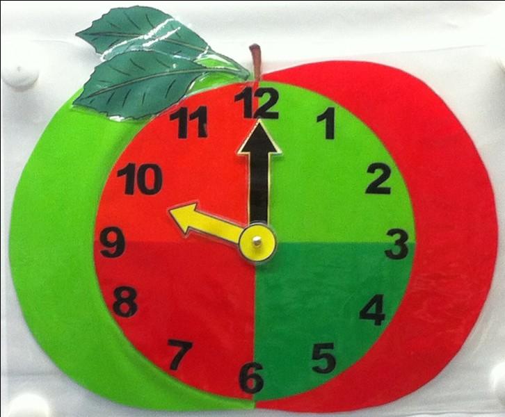Tu n'as pas assez mangé au petit déjeuner, alors tu as un petit creux. À quelle heure aimerais-tu croquer cette pomme ?