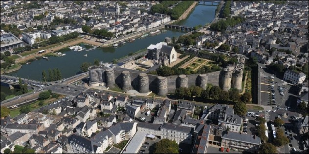 Comment appelle-t-on les habitants de la ville d'Angers ?