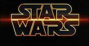 "Quel épisode de la saga ""Star Wars"" est sorti au cinéma en 1977 ?"