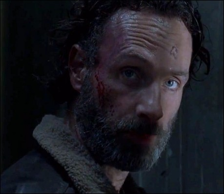 Quelle est la dernière phrase de la saison 4, censurée par AMC que Rick dit dans le conteneur ?