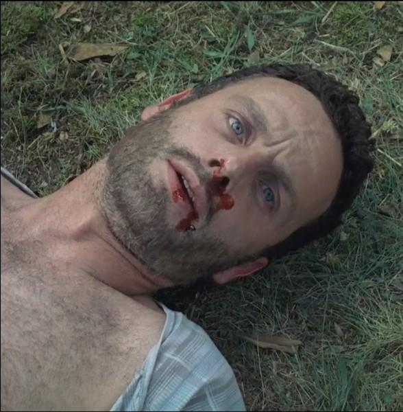 Que lui répond Rick après s'être pris un coup de pelle ?