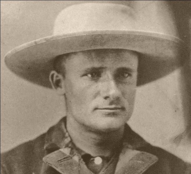 Les conditions de travail des chasseurs de fossiles en Amérique étaient très difficiles. John Bell Hatcher a participé à de nombreuses expéditions et découvert de nombreux dinosaures. Cependant, épuisé par ces années de travail, il meurt en 1904 à l'âge de...